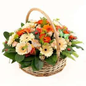 Корзина с герберами и розами