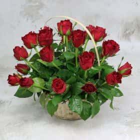 25 красных роз 40 см. в корзине Люкс