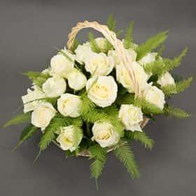 Корзина белых роз «Искренность»