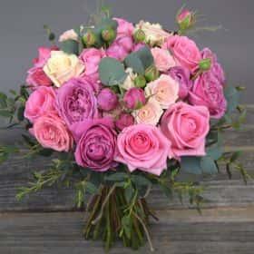 Букет с розами ассорти «Красотка»