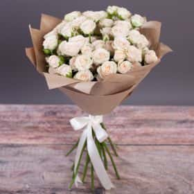 Букет из 15 кремовых кустовых роз