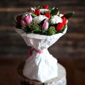 Букет с тюльпанами «Весенний ветерок»