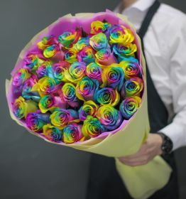 35 Радужных роз