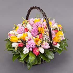 Корзина с тюльпанами «Хорошее настроение»