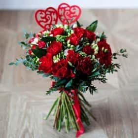 Букет алых роз «Магия слов»