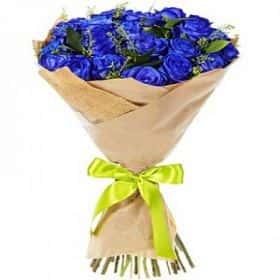 25 синих роз с зеленью