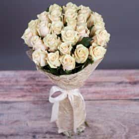 Букет из 25 кремовых роз «Талея»